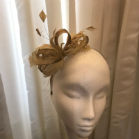 Small mustard/beige fascinator NR74